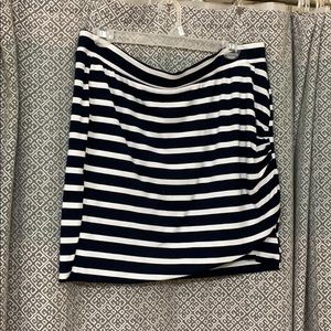 Old navy wrap skirt navy and white